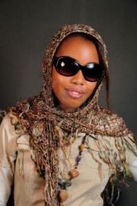 3755327-retrato-de-mujeres-jovenes-de-africa-modelo-posando-con-gafas-de-sol